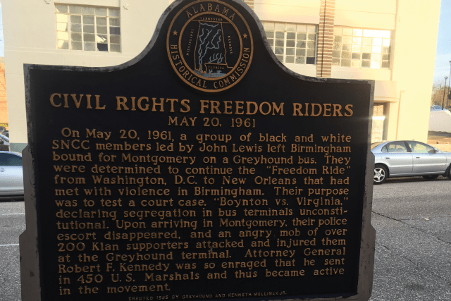 A plaque commemorating the Freedom Riders journey.