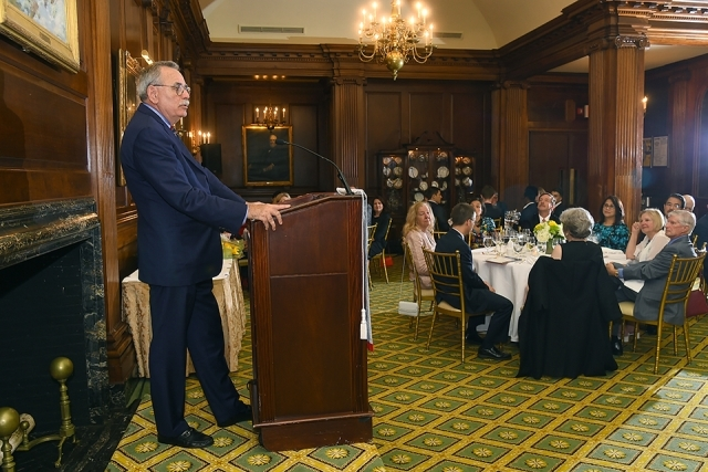 2019 Founder's Society Dinner speaker at podium