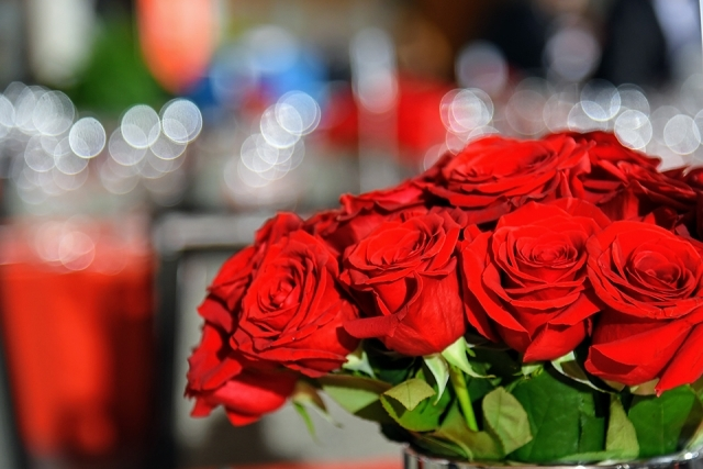 Bouquet of red roses at the table