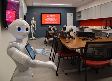 Pepper the robot in the Innovation's Lab